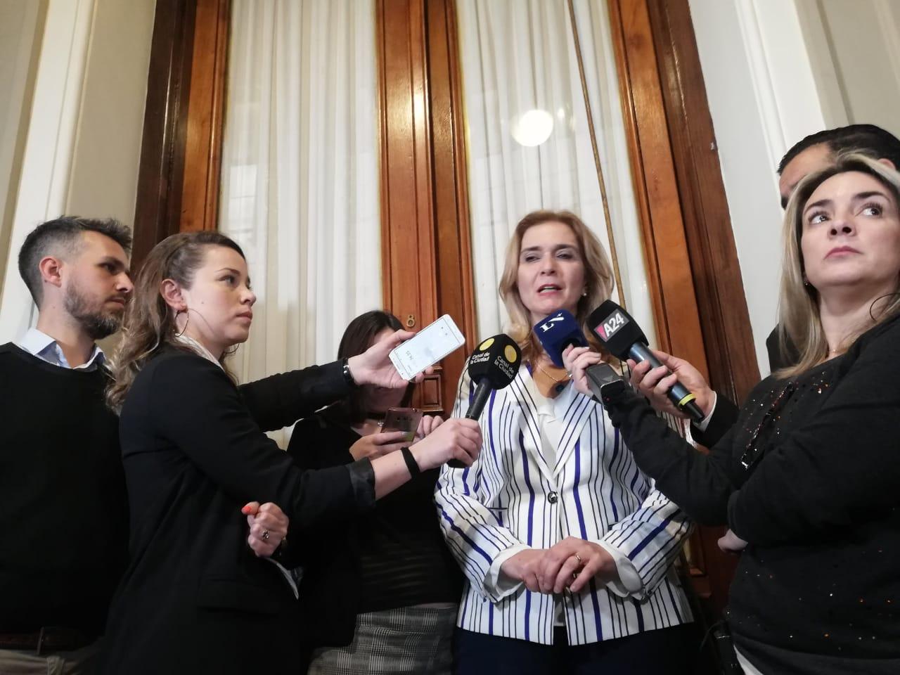 Elías de Pérez y la polémica por los médicos argentinos.
