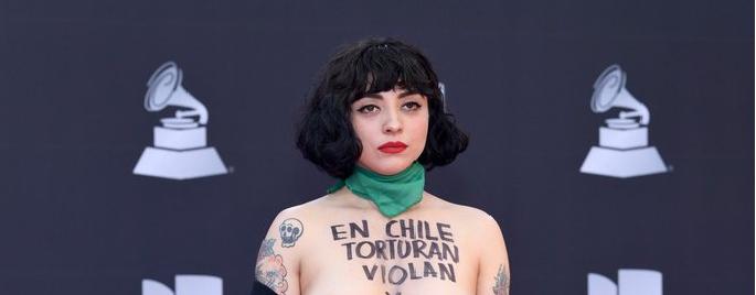 Mon Laferte levantó polémica en los Latin Grammy 2019