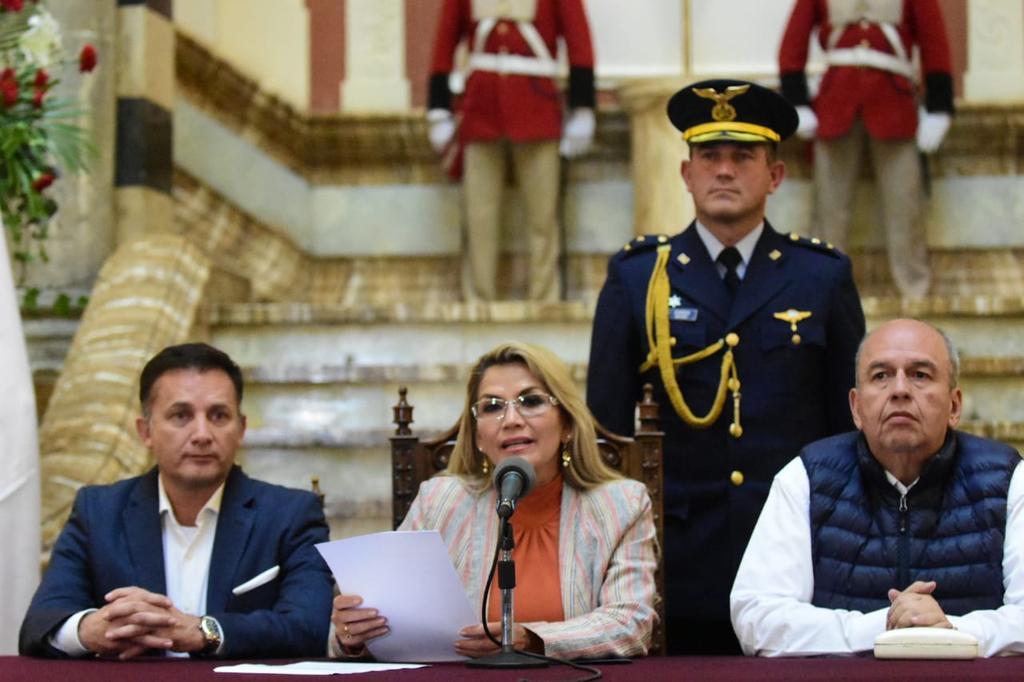 Foto: TW Jeanine Áñez Chávez