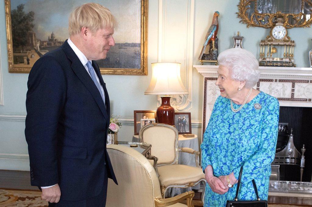 Boris Johnson Reina Isabel