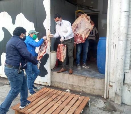 La municipalidad secuestra 1200 kilos de carne vacuna en mal estado.