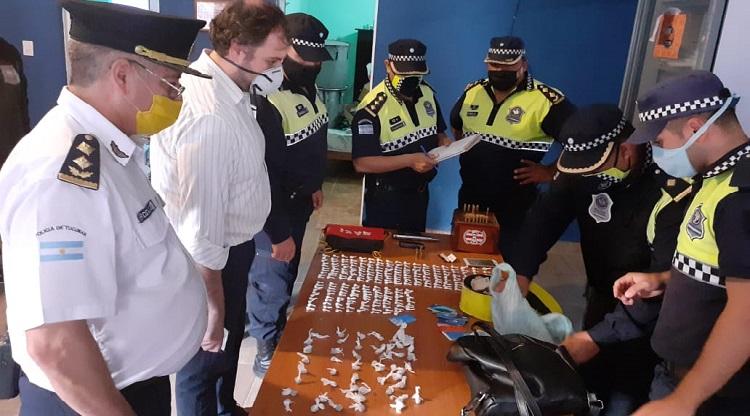 Secuestran drogas y armas en un operativo en Aguilares.