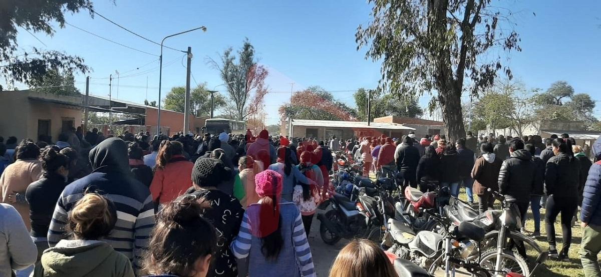 Una multitud despide a Espinoza y continúa el repudio político