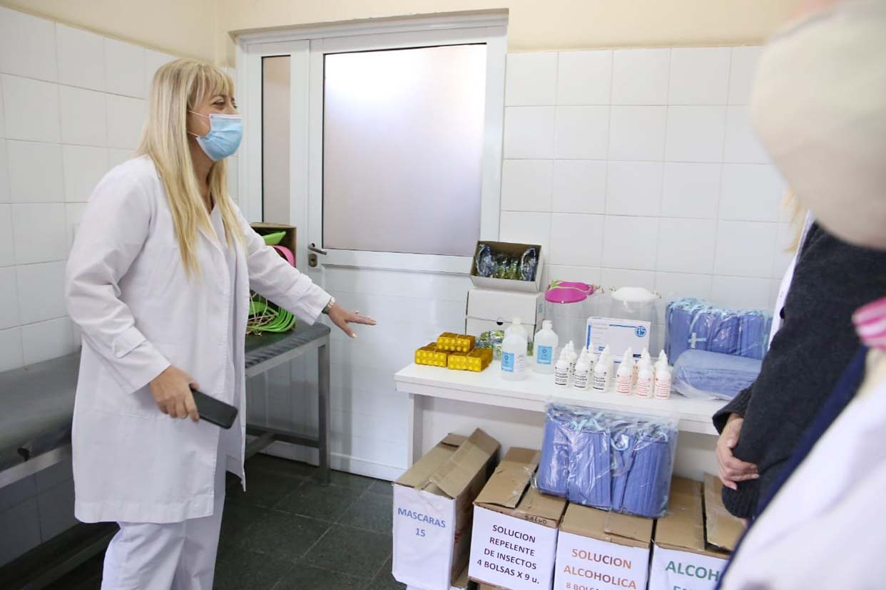 Entregan insumos en hospital de Alberdi.