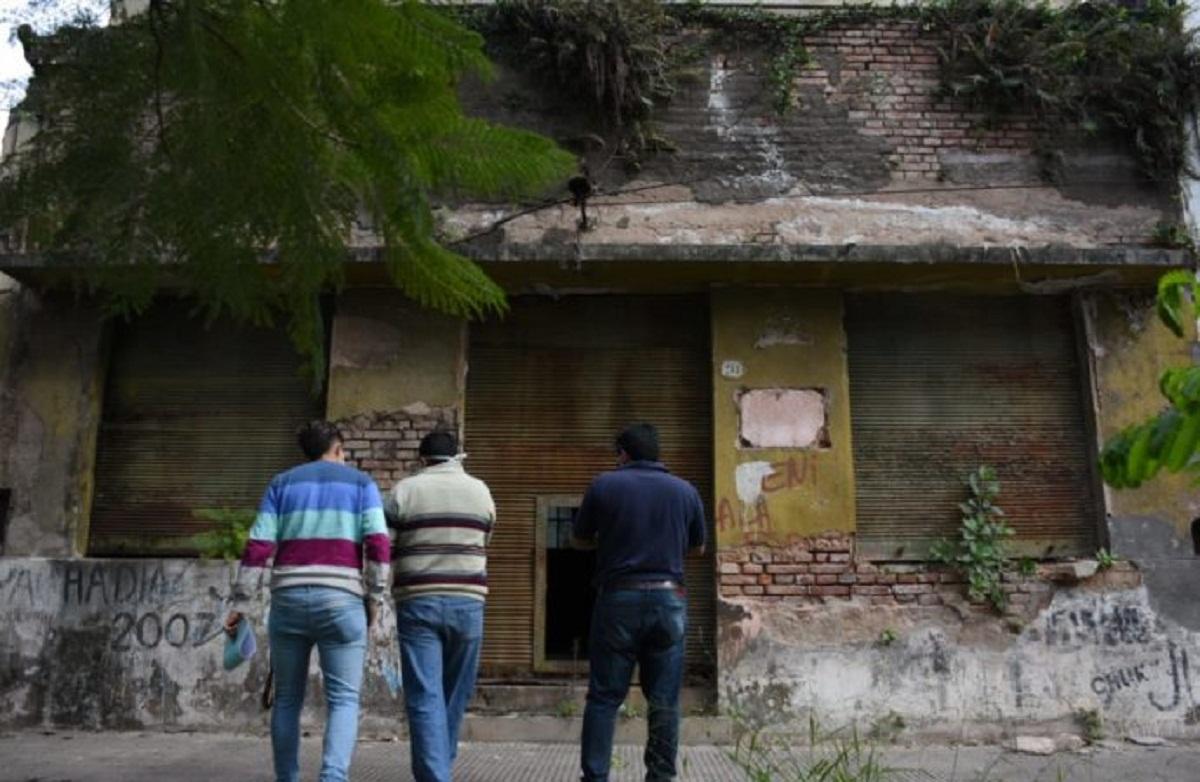 Los vecinos de Tafí Viejo denuncian una construcción abandonada.