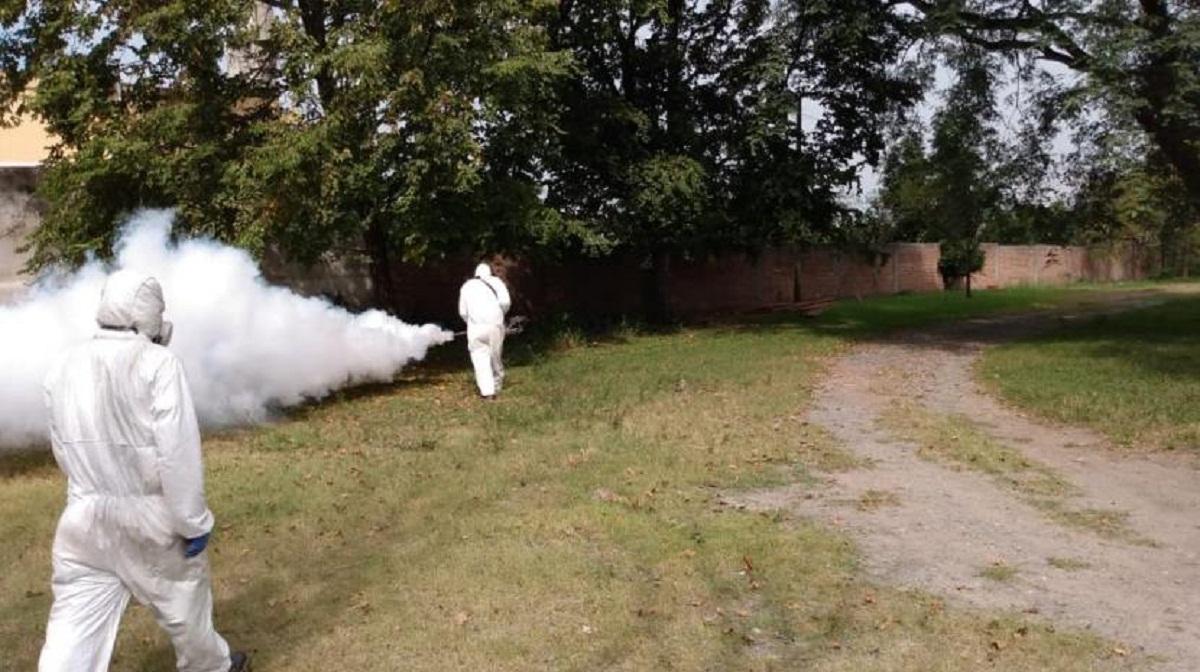 Desinfectan Agronomía contra el dengue.