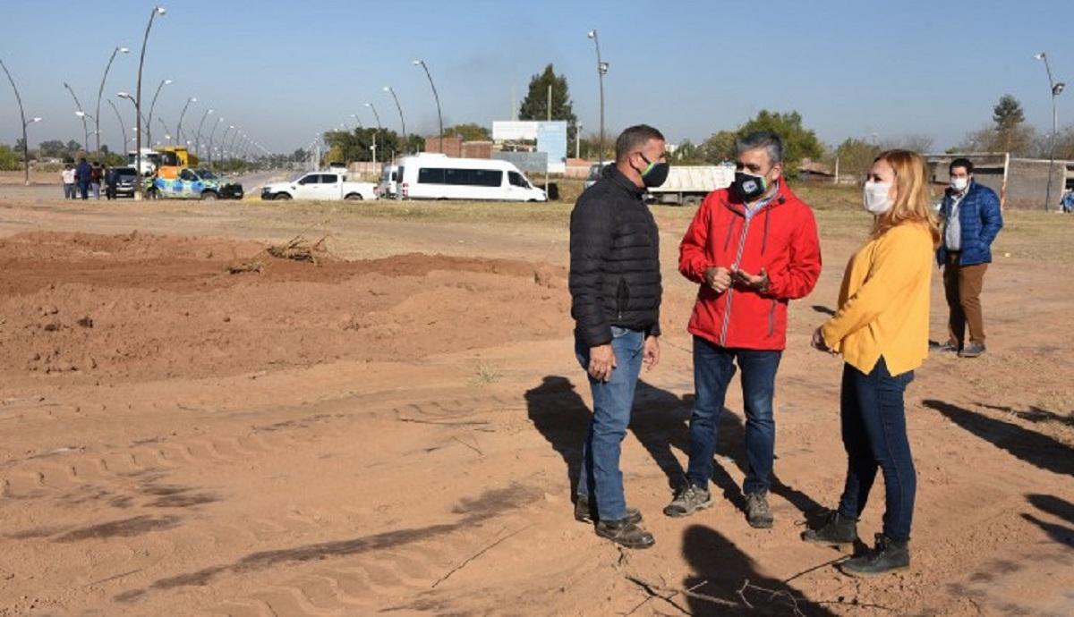 Alfaro supervisa obras en la Costanera.