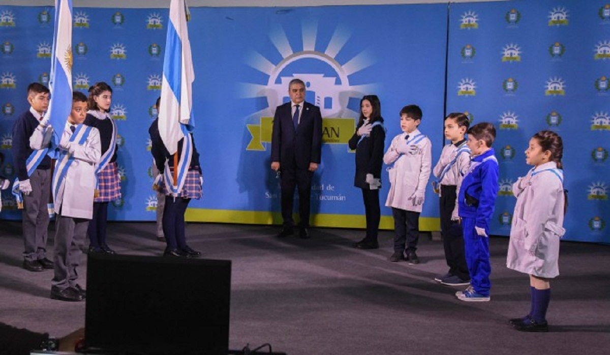 Alfaro participó del homenaje a la Bandera organizado por el Gobierno.