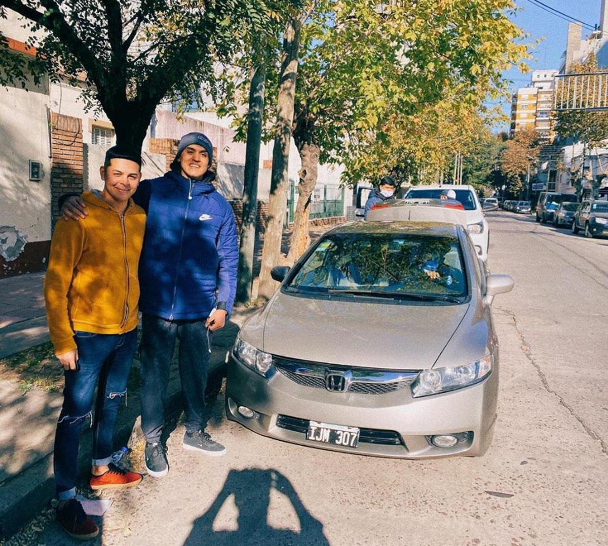 El hijo de Telchi con su nuevo auto.