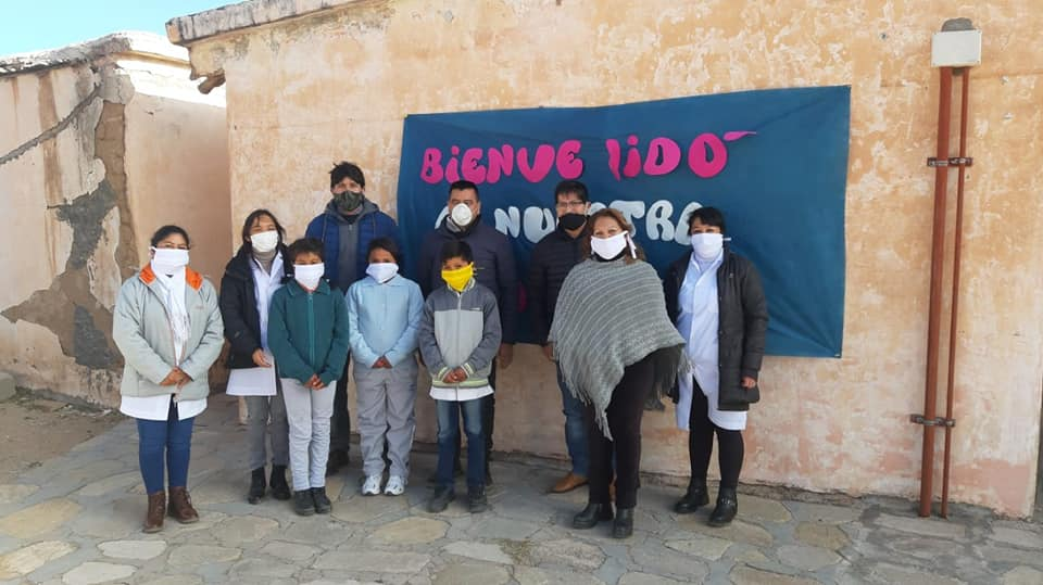 Gordillo con alumnos de escuelas rurales del Departamento Belén