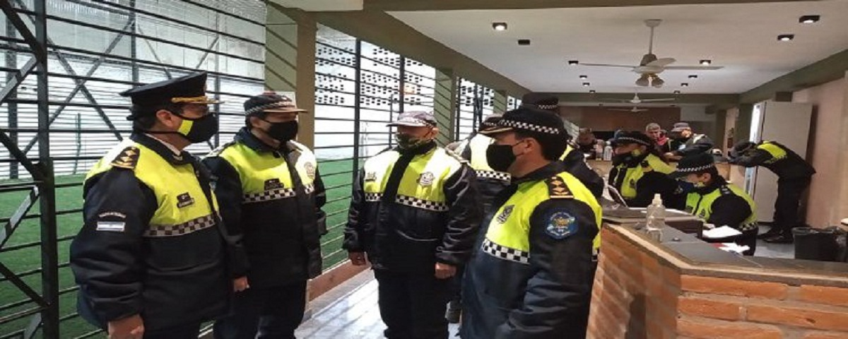 Detenidos por un partido de fútbol.